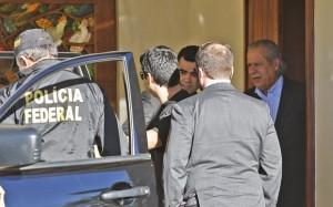 O ex-ministro da Casa Civil José Dirceu foi preso em casa, em Brasília, e levado para a Superintendência da PF (Foto: Dida Sampaio/Estadão Conteúdo)