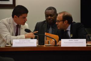 Da esquerda para direita, Assis Filho, secretário nacional de Juventude, Juvenal Araújo, assessor especial da SEPPIR, e Jaime Nadal, representante do UNFPA, Foto: UNFPA/Jorge Salhani