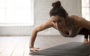 shutterstock Flexão de braço está entre os exercícios para trincar o corpo
