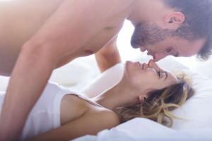 © Fornecido por Forbes Brasil Pesquisa apontou que quando os funcionários praticavam sexo na noite anterior, a tendência era apresentarem bom humor no dia seguinte (iStock)