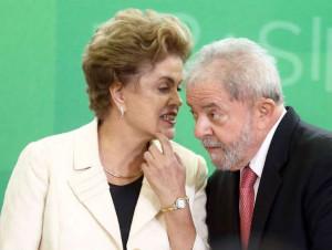 © Fornecido por Estadão A presidente Dilma Rousseff empossou o ex-presidente Luiz Inácio Lula da Silva como ministro da Casa Civil