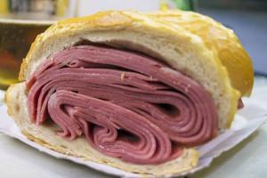 © image/jpeg Tradicional sanduíche de mortadela de São Paulo