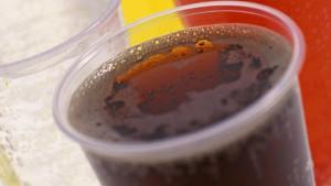 De acordo com pesquisa, tomar pelo menos uma lata de refrigerante diet por dia está associado a um risco quase três vezes maior de desenvolver essas doenças