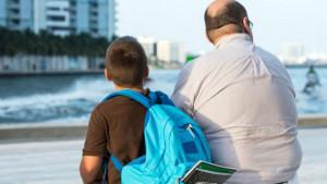 É preciso dar bons exemplos, já que parte dos hábitos das crianças decorre do que elas veem os pais fazerem