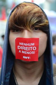 © Fornecido por Abril Comunicações S.A. Manifestantes protestam contra reforma da Previdência em passeata na Avenida Paulista.